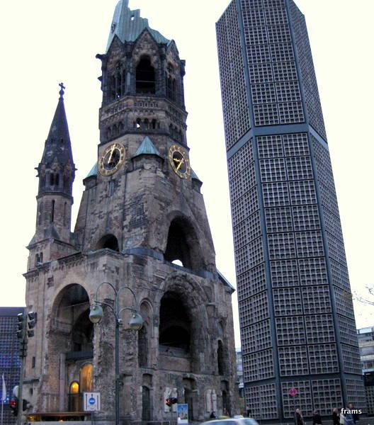 Die Gedächtniskirche und Neubau/F.Ramsauer