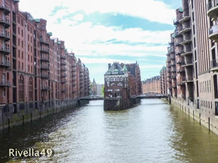 Die hochinteressante Hafenrunfahrt in Hamburg.