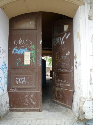 Eine Tür in Dresden aus früheren Zeiten
