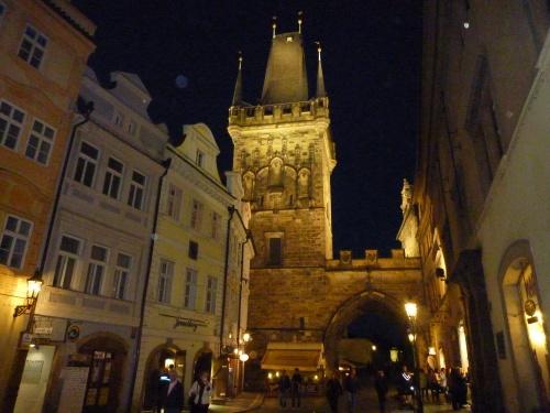 Bei dieser Beleuchtung auf der Karlsbrücke zu stehen ist wirklich märchenhaft.