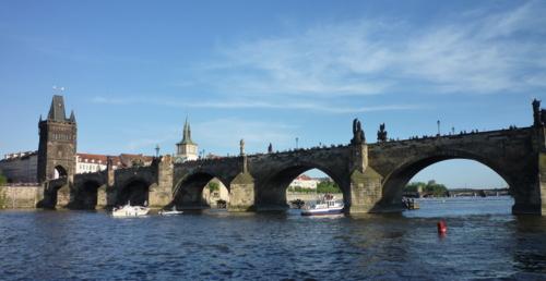 Diese Brücke, wie alle Brücken, verbindet!