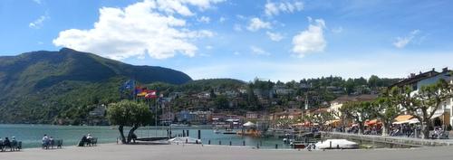 Ascona mit dem Monte Verità im Hintergrund. Ascona con il Mte. Verità nel retro.Ascona and the Mount Verità in the background