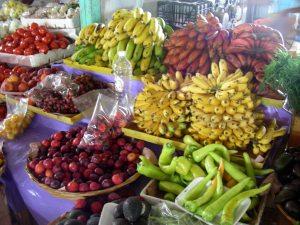 Früchte und Tomaten auf dem Markt in Mexiko/Fruit and vegetable on the market in Mexico