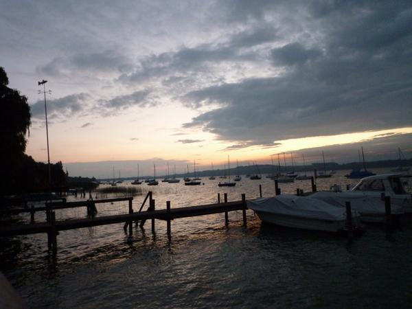 Abendstimmung am Murtensee/Evening atmoshere at the lake of Murten/Morat.