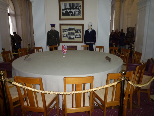 Where could this table be? For those who want to know more about it can click here on my site:http://www.langedi49.ch/langedi49/ENVIRONMENT/Eintrage/2013/11/4_THIS_IS_THE_LIVADIA_PALACE_IN_YALTA.html