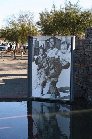 M.Ramsauer in South Africa/COURAGE/https://rivella49.wordpress.com/2014/03/23/zivilecouragecoraggio-civilemoral-couragedie/