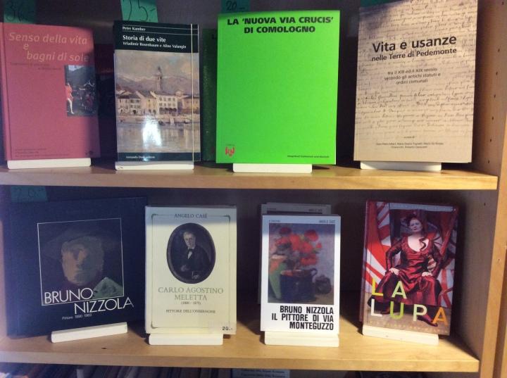 Altri libri di artisti conosciuti della regione. Weiter Bücher von bekannten Künstlern der Region.