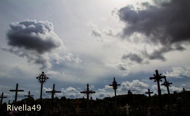 Der Kreuzberg ist ein berühmter Pilgerort. Obwohl die Komunisten die Kreuze immer wieder enfernten, brachten die Menschen immer Neue!!