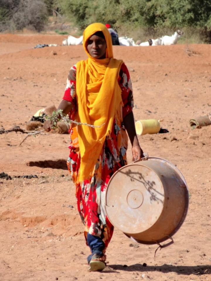 June Frau in Afrika