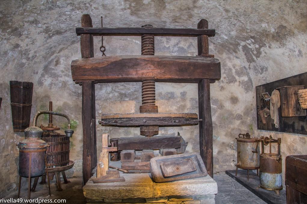 Il torchio/die Traubenpresse/wooden grape press.