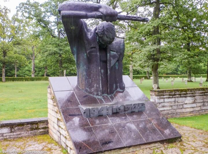 Friedhof fürWeltkriegsopfer/Arensberg