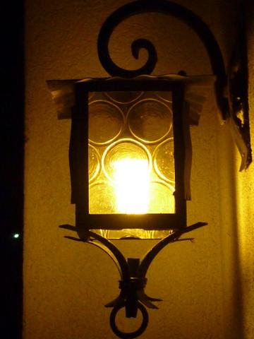 For all people a lot of light/Für alle Menschen wünsche ich viel Licht/Auguro tanta luce per tutte le persone/ Beaucoup de lumière pour tout le monde.