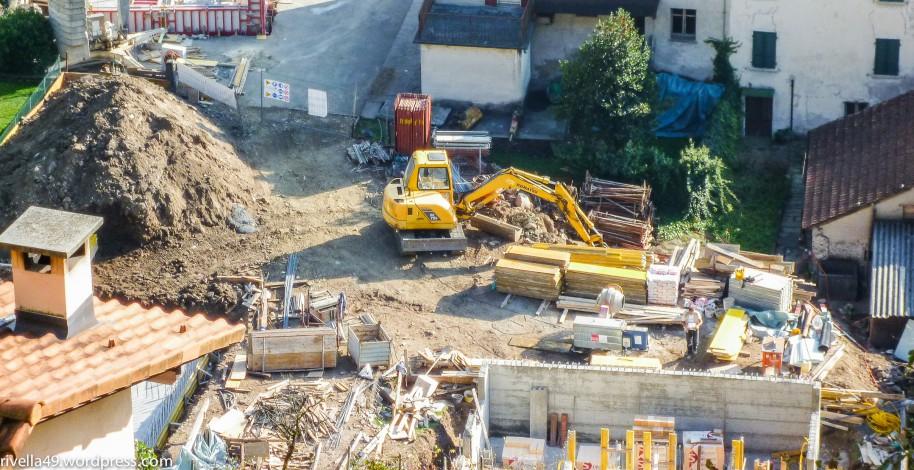 Überall Baustellen/Full of construction sites/Pieno di cantieri.