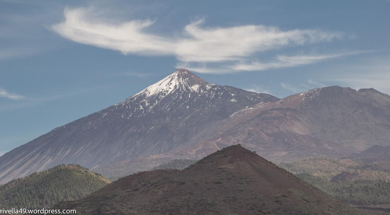 Der Teide ist mit seinen ca.3700 Metern der höchste Berg Spaniens. The Teide is Spain's highest mountain. Il Teide è la montagna più alta della Spagna.