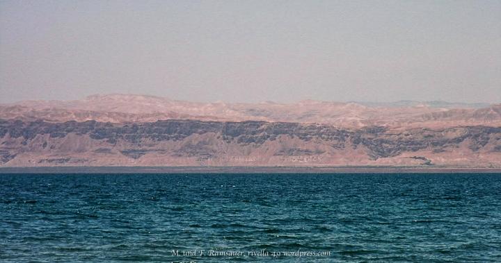 TOTES MEER MIT ISRAEL IM HINTERGRUND/DEAD SEA AND ISRAEL IN THE BACK/IL MAR MORTO CON ISREALE NEL RETRO