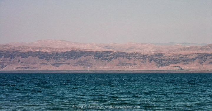 TOTES MEER MIT ISRAEL IM HINTERGRUND/DEAD SEA AND ISRAEL IN THE BACK/IL MAR MORTO CON ISREALE NEL RETRO