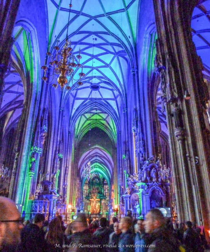 Die sensationelle Beleuchtung im Stephansdom/The great illumination in the Stephans Cathedral/Il Duomo di Santo Stefano con un illuminazione splendida.