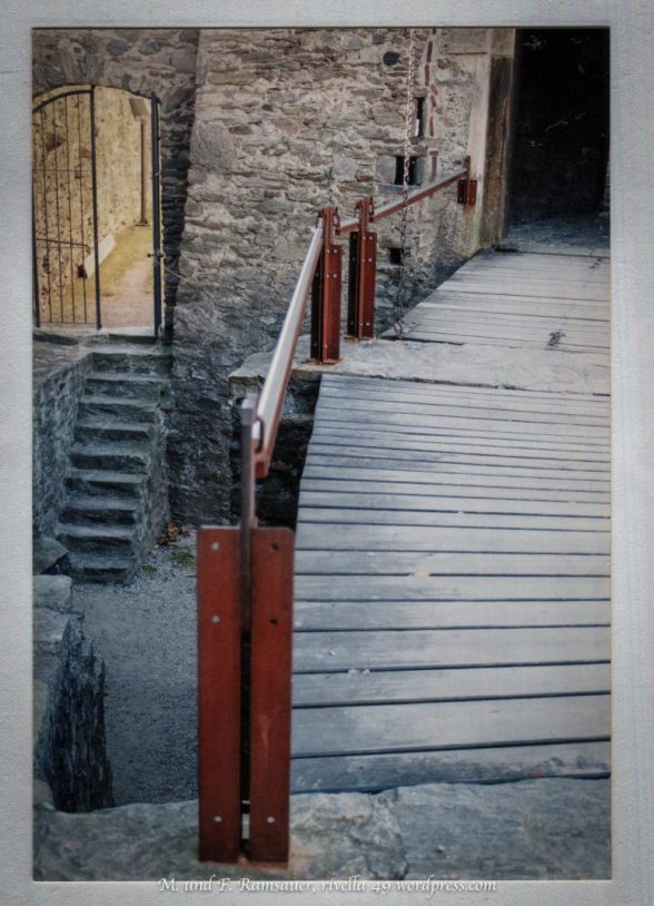 DRAW BRIDGE/CASTELLO MONTEBELLO/BELLINZONA