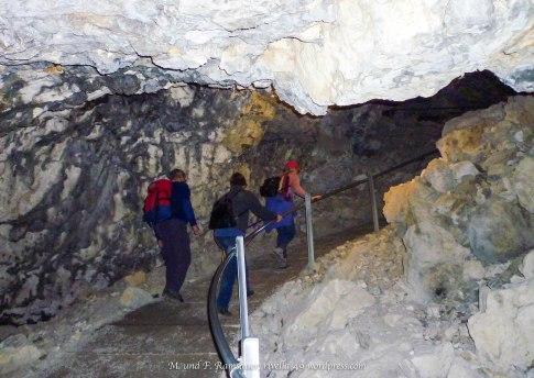 Wir durchqueren die Höhlen/We are crossing the caves/Stiamo traversando le cave