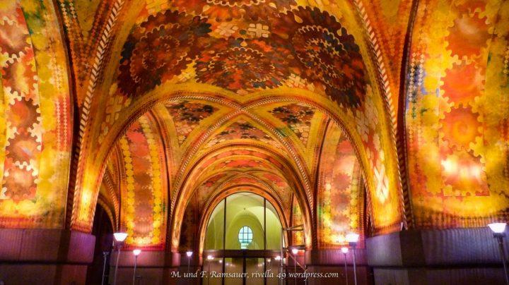 Deckengewölbe in der Eingangshalle der Stadtpolizeit